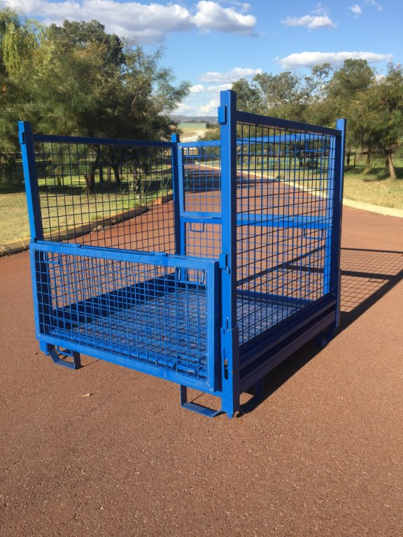 Collapsible transport cage 308